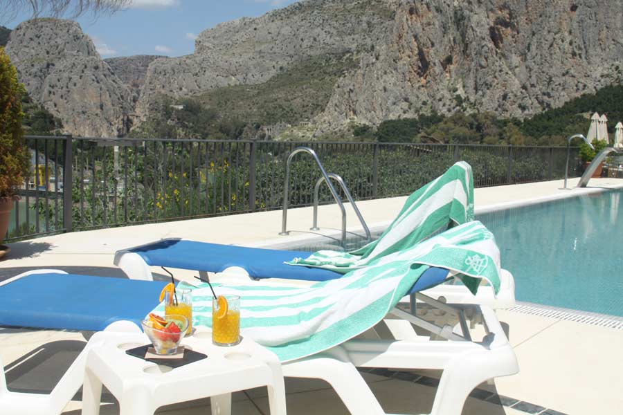 Hamacas con vistas increíbles desde piscina de La Garganta