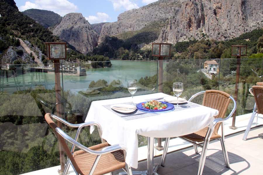 Terraza del restaurante de La Garganta